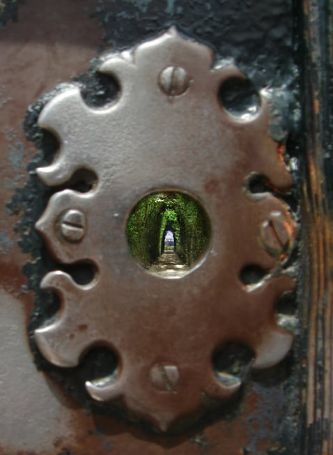 Looking through this secret keyhole in Rome gives you a view across 3 sovereign states!