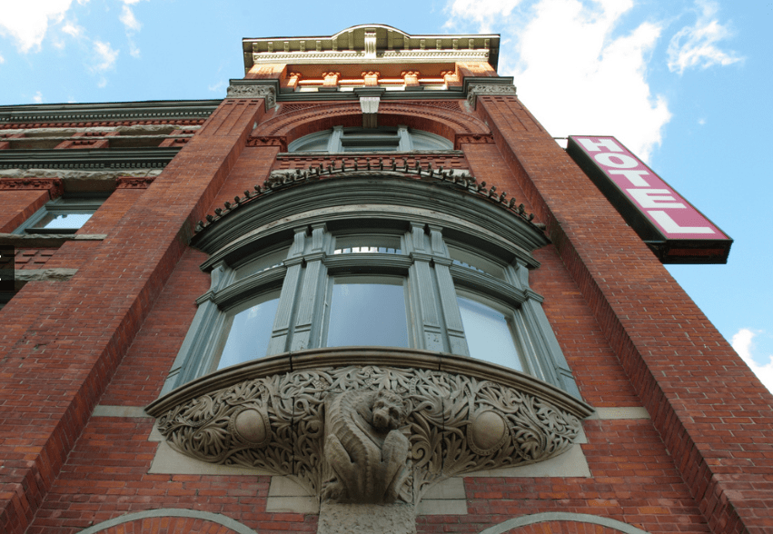 Gladstone Hotel and its dragon details (Photo by J. Turgeon)