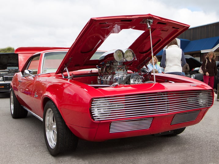 Muscle car with cutout hood....but wait, look closely into that chromed engine...