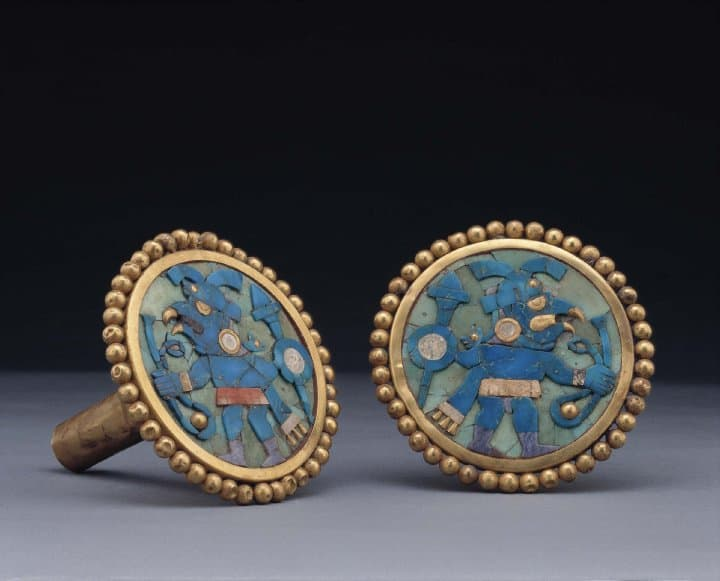Pre-Colombian figures decorate these jewellery pieces.*