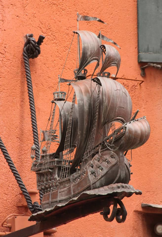 Venice boat building ornament