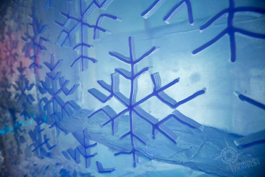Quebec-Ice-Hotel-snowflake decor