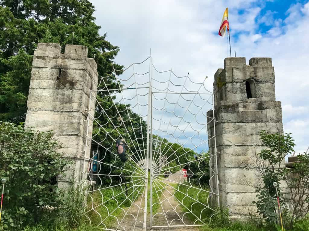 Spiderweb gates at Midlothian Castle Screaming Heads