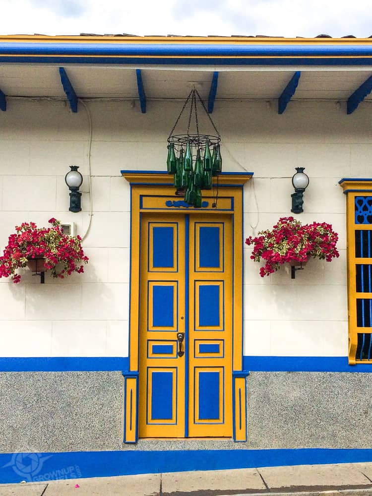 Jardin blue door