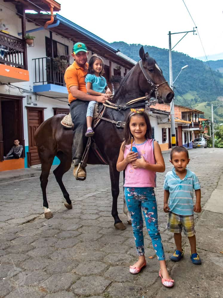 Jardin family with paso fino horse