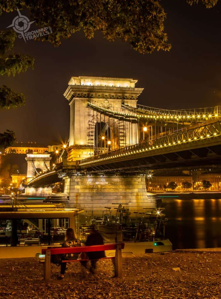 Budapest Chain Bridge night co