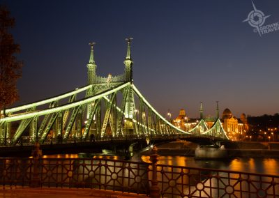 Budapest Liberty_Green Bridge at night horiz