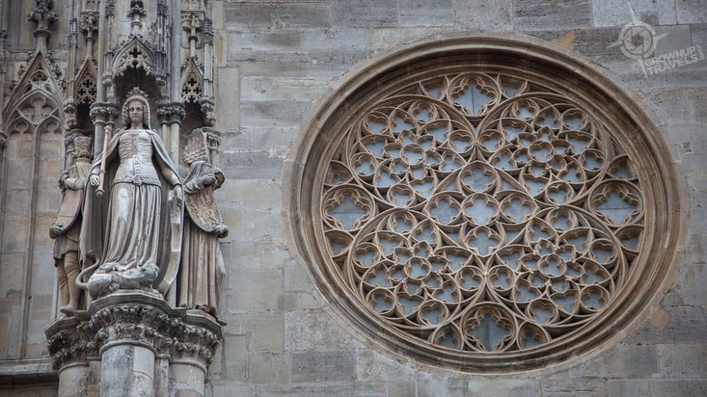 Vienna St Stephens Cathedral rose window statues