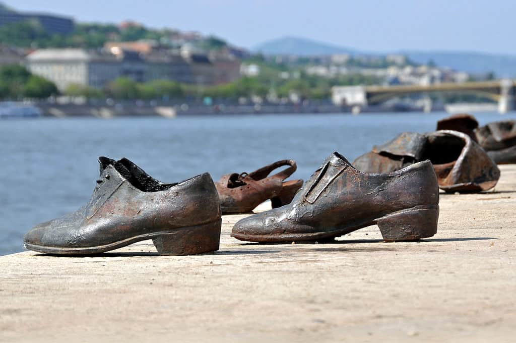 Bronze Shoes Jewish memorial Budapest Photo Dennis Jarvis, Wikimedia commons