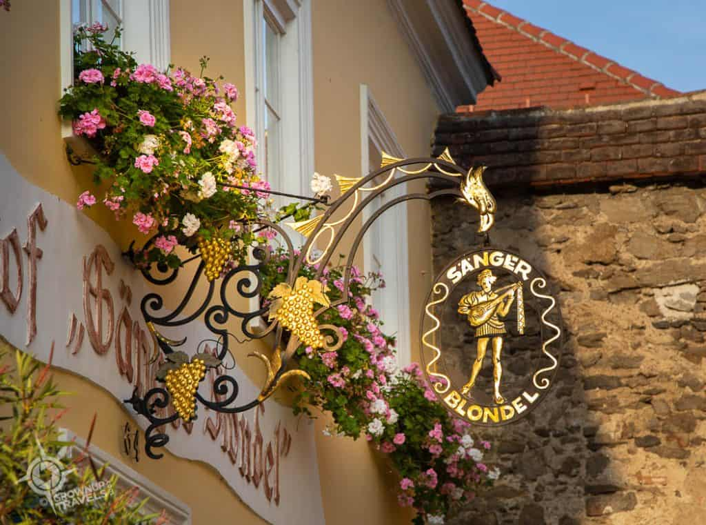 Durnstein Blondel shingle on pub